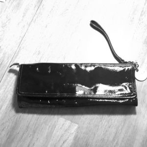 🌺 Charles David patent leather clutch/wristlet